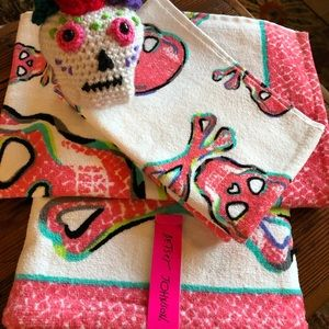 Betsy Johnson Towels